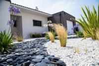 Entretenir son jardin en hiver ? Les conseils pour un espace agréable dès l'apparition des bourgeons.