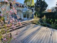La terrasse en bois, du brun au gris. Il ne faut plus se mentir.