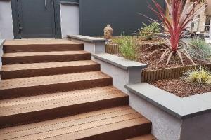 Escalier extérieur en bois