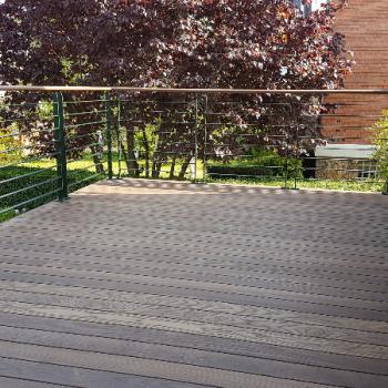 Terrasse bois surélevée, pour créer une continuité de la pièce de vie (92330 Sceaux)