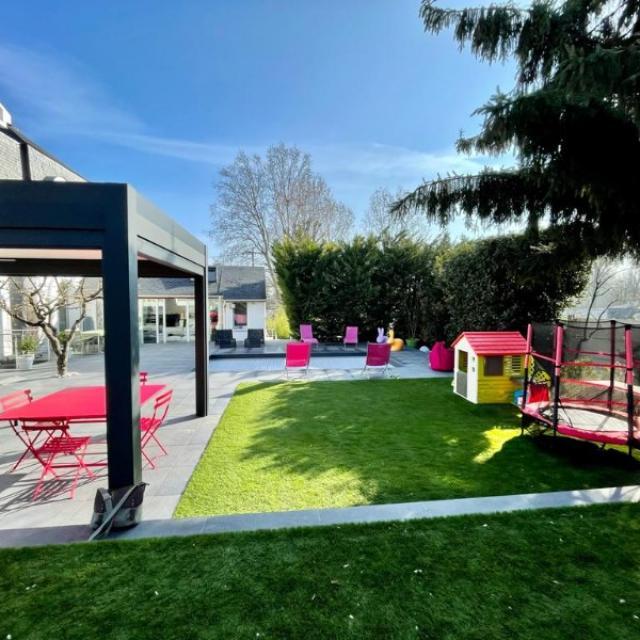 Terrasse minérale en grès cérame et aménagement de jardin à Créteil 94