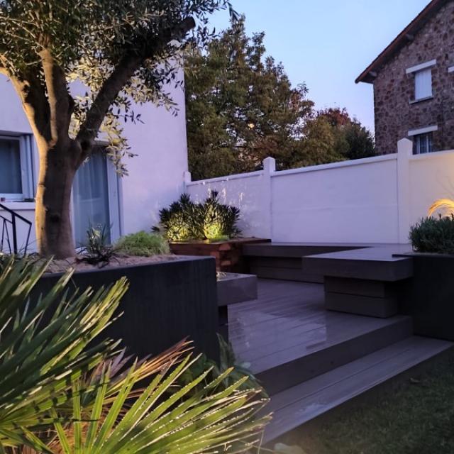 Aménagement d'un jardin de ville (Fontenay aux Roses)  et de sa terrasse.