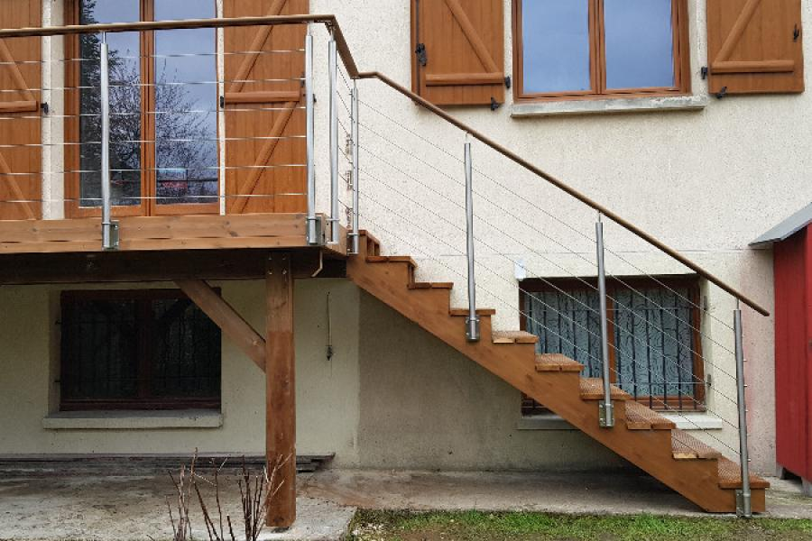 Terrasse bois en hauteur/ autoportante où comment allier pièce de vie à l'étage et espace extérieur.