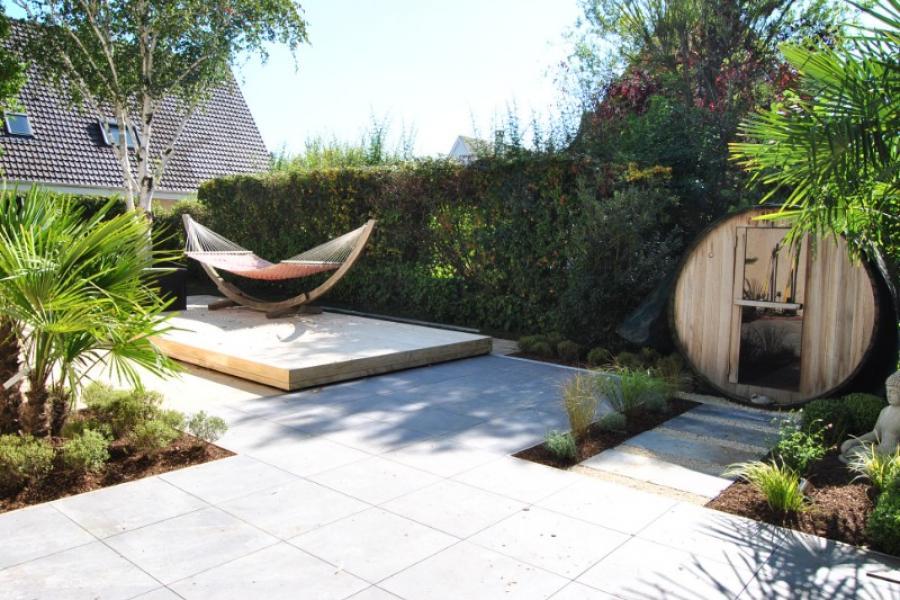 Terrasse bois autour spa de nage, invitation à la détente sur Gif sur Yvette
