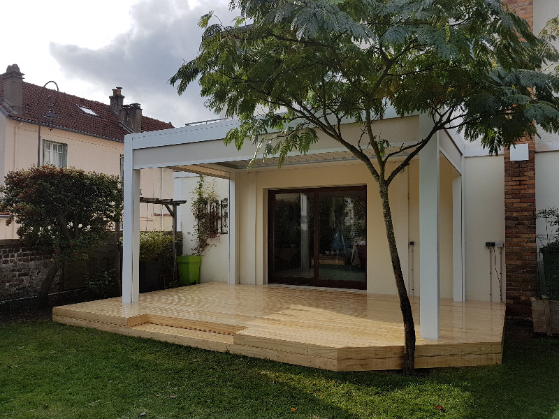 pergola bioclimatique sur terrasse bois. Black Bedroom Furniture Sets. Home Design Ideas